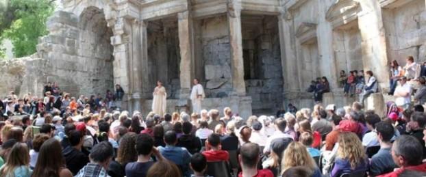 Le Mystère des Alyscamps donné dans le Temple de Diane à Nîmes